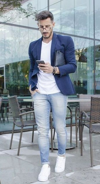 casual blazer outfit - navy blue blazer, white tshirt and light blue jeans