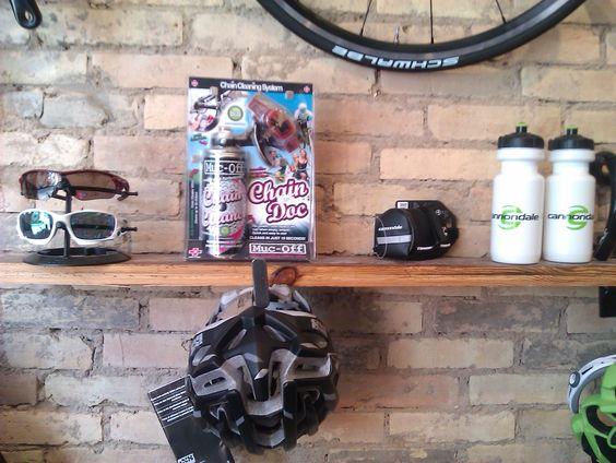Brug for nyt cykeludstyr? - Vi har et sort sortiment, kom ind og se eller bestil her www.peoplewhocare.dk