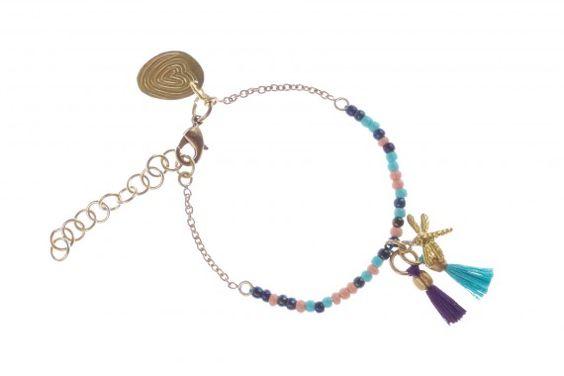 Chouchou du jour : Bracelet Pompons et Perles 3 de A Beautiful Story !  En métal doré au laiton et perles de verre multicolores. Bracelet artisanal fabriqué équitablement au Népal.