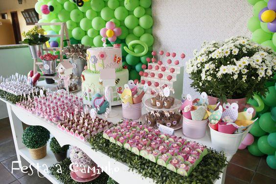 No dia 16 de junho de 2012 fizemos o aniversário de 2 aninhos da Milena. Já tínhamos feito a festa de 1 aninho dela ( aqui ), e desta vez a ...