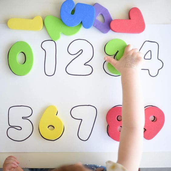 Number Puzzle for Toddlers 🔢  Simple Puzzle made by tracing Foam Numbers onto a piece of paper - you can do this with puzzle pieces, toys & more. Perfect for working on Number & Colour Recognition!  Watch this little chatter-box in action on our Instagram Stories! ⏳👀 #craftyliving #craftylivingkids
