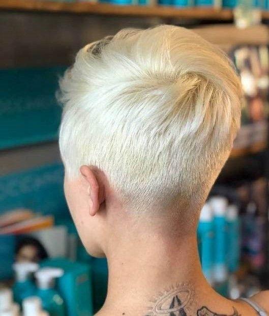 Coole Kurze Haare Frauen In 2020 Kurzhaarfrisuren Frisuren Damen Coole Kurze Haare