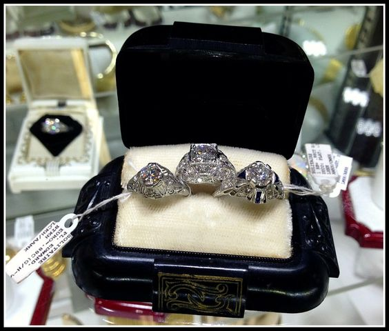 The treasures of Scott Antique Market - Diamonds in the Library : Diamonds in the Library