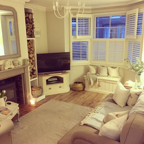 The cosiest well-dressed lounge I ever did see! Shutters have such a lovely effect in a bay window: