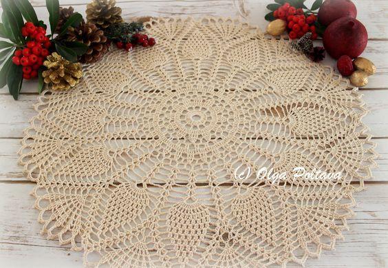 New Pineapple Doily Free Crochet Pattern By Olga Poltava Skill Level Intermediate Measurements About Com Imagens Toalha Redonda De Croche Toalhinhas De Croche Tapetes