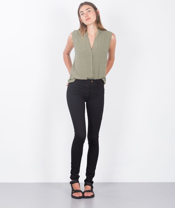 kaufdichglücklich  Global Funk 40520 GLOBAL FUNK Seven Jeans black 59,99 EUR Inkl. 19% MwSt zzgl. Versandkosten  Just Female 39252 JUST FEMALE Mar Sleeveless Bluse green 69,99 EUR