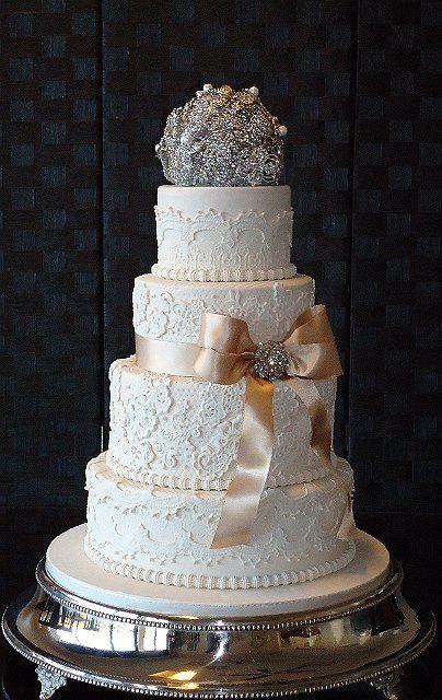 http://www.cakes-to-celebrate.com/gallery/Wedding%20Cake%20Gallery%202/slides/DSC00034.JPG