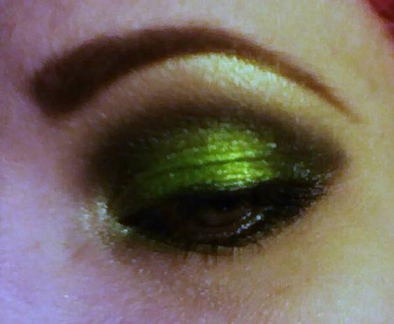 Green Lantern eye shadow.