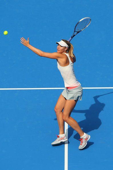 Sportliches Babe Kathy Rose liebt auf Tennisplatz