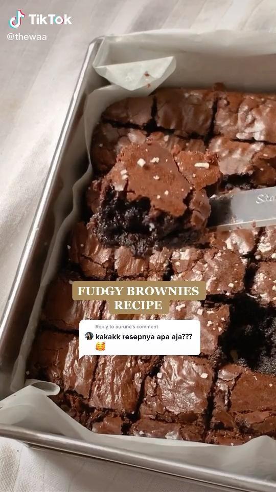 Video Fudgy Brownies Recipe Delicious Tiktok Aesthetic Dessert Di 2021 Ide Makanan Makanan Resep Makanan