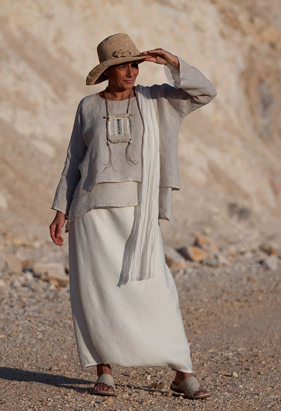 Loose fit layered linen gauze tunic Love this floating cool look. Fabalicious                                                                                                                                                                                 Más