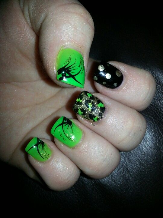 My it works nails! BLACK GREEN AND BLING | Nail Art | Pinterest