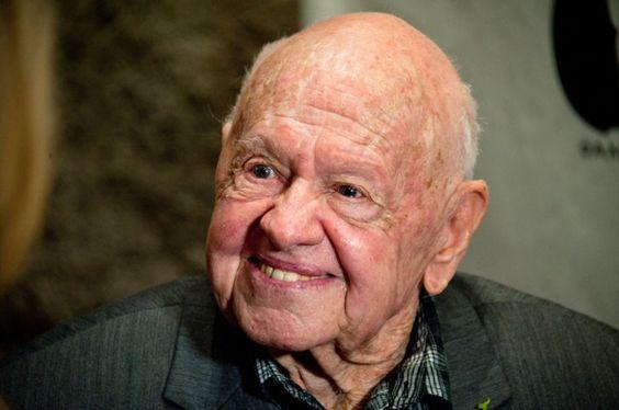Pin for Later: In Erinnerung an alle verstorbenen Stars im Jahr 2014 Mickey Rooney Der Schauspieler ging im Alter von 93 Jahren im April von uns.