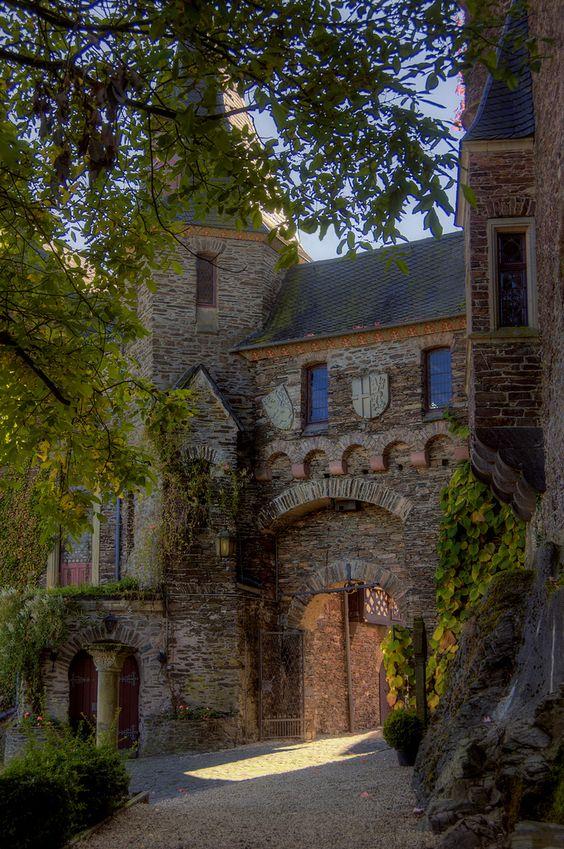 Reichsburg - Durchgang.  Cochem an der Mosel, Rheinland-Palatinate, Germany