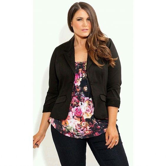 Para quem está acima do peso estampas com fundo escuro é a otima opção  #Style #look #dicas #curvygirl #Mulheres #dica #InstaSize