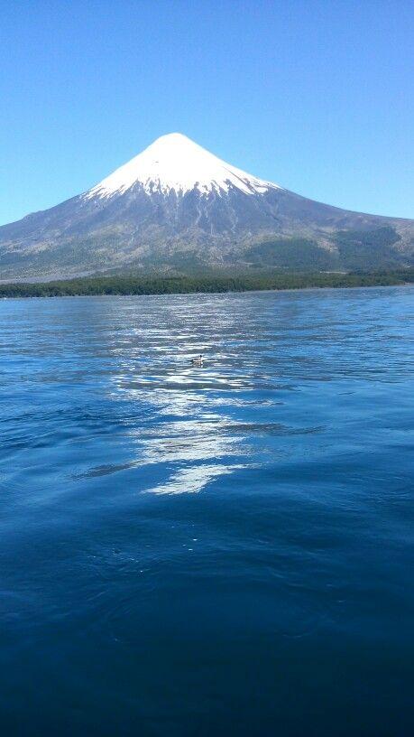 Vulcao Osorno, visto do lago.