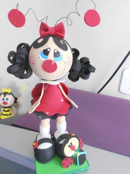 Boneca Joaninha confeccionada em eva 3d pode ser usada como decoração de mesa topo de bolo e decoração de quarto infantil. R$ 30,00