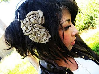 flower tutorial, this is for a headband, but  i like it for a barrette #diy