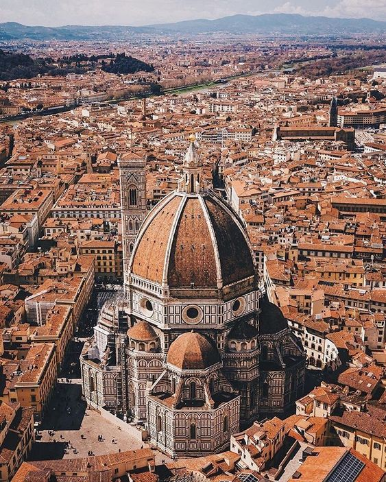 Traveling to Italy means a visit to Florence! These are the top things to do in Florence #travel #florence #italy