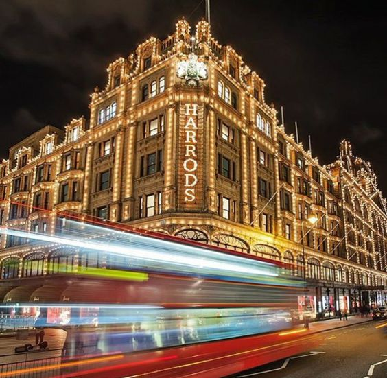 "London News on Twitter: ""What a lovely pic by @Basil_FORE #london #knightsbridge #harrods #londonnews https://t.co/u5PvUgbFTd"""