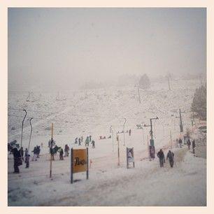 El cerro Catedral de color blanco de nuevo.