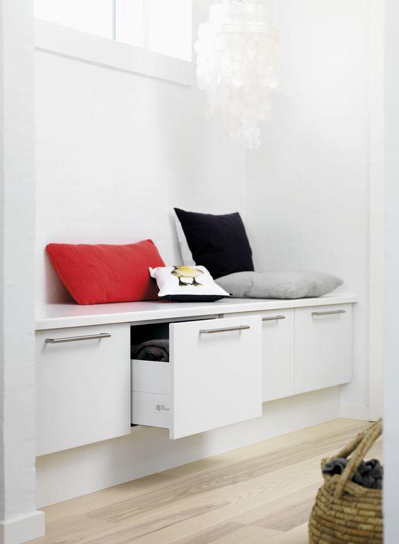 En bænk er en genial løsning   både i soveværelset, i gangen og i ...