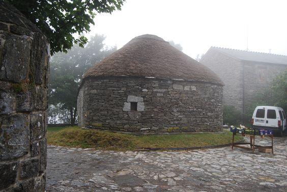 Palloza en O Cebreiro (Lugo)  Camino de Santiago