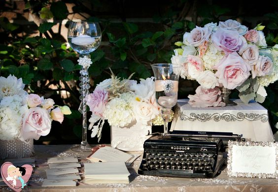 Um casamento no estilo vintage é uma grande oportunidade para soltar a imaginação, uma vez que vintage implica antigo, de outra época e cada época tem certos detalhes que a tornam característica.