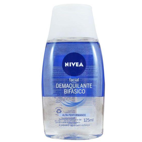 Para quem tiver aversão à óleos, a opção da Nivea é ótima e barata: demaquilante Double Efect bifásico à venda em qualquer farmácia.