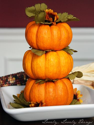 Autumn Centerpiece with Stacked Pumpkins. LOVE those lil pumpkins--no guts to carve out!