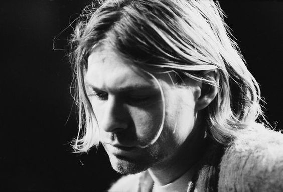 """Ellos se ríen de mi por ser diferente, yo me rio de todos por ser iguales"" Kurt Cobain: Video Filmtrailer, Nirvana Photos, Actors Model Musicians, Finds Photos"