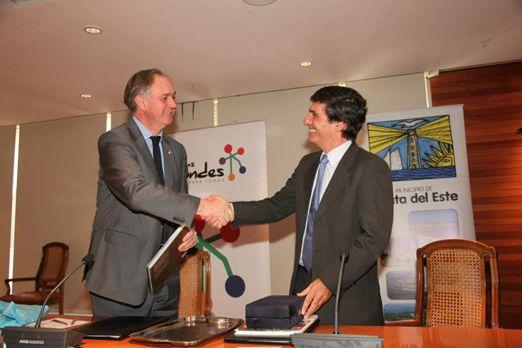 En el Palacio Municipal de Las Condes, el Alcalde Martín Laventure firmó un acuerdo de cooperación con el Alcalde de Las Condes.