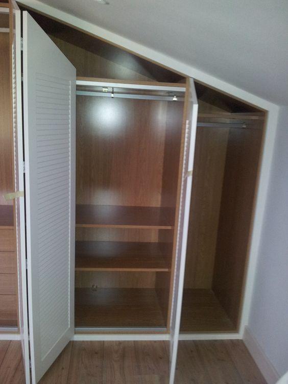 Armario abuhardillado lacado con puertas plegables - Armario puertas plegables ...