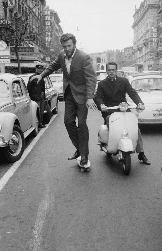 Clint Eastwood qui fait du skate dans les rues de Rome, 1965 #photography #rome #people