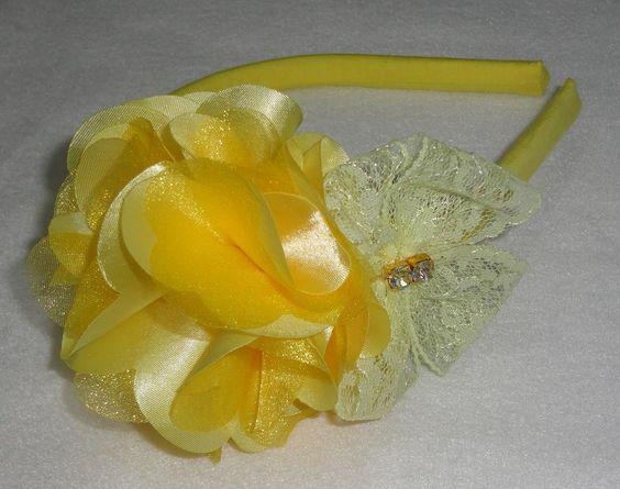 Arco encapado c/ tricoline , flor de cetim, laço de renda, detalhe em strass