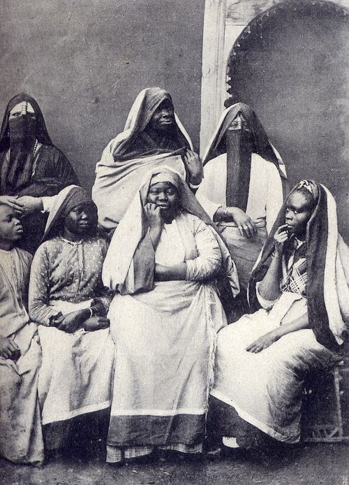Black women in Egypt, circa 1905. Right...and Elizabeth Taylor portrayed Cleopatra as a white woman. Hollywood whitewashes history