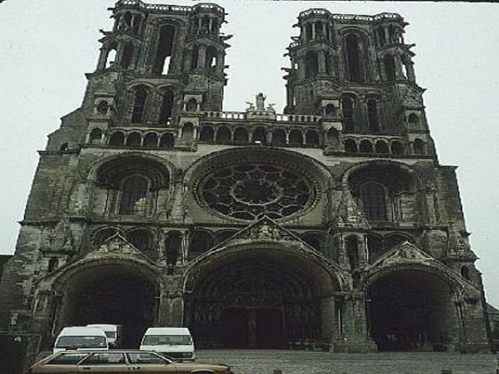 http://comqt.com/wp-content/uploads/2013/08/Medieval-Gothic-Architecture.jpg