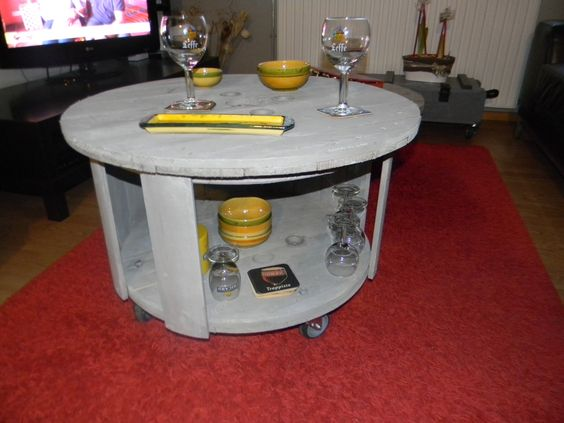 table basse mini bar sur roulettes fait a partir d un. Black Bedroom Furniture Sets. Home Design Ideas