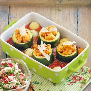 Zucchinifässchen im Tomatenbett