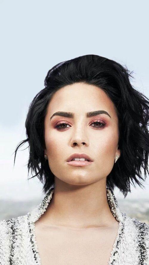 Demetria Devonne Lovato, profissionalmente conhecida como Demi Lovato, nasceu na cidade norte-americana de Albuquerque, Novo México, a 20 de agosto de 1992