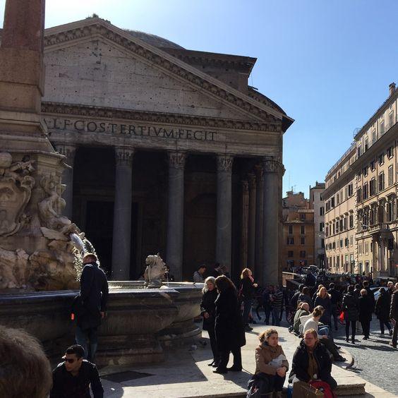 Pantheon em um domingo majestoso. #receitaitaliana #italia #italy #roma #rome #beauty #beleza #belezza #pantheon