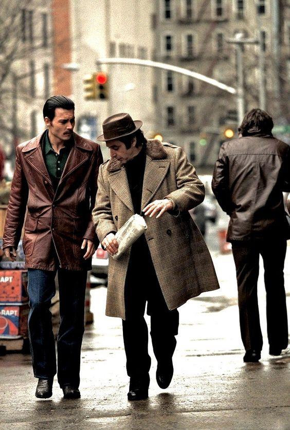 Donnie Brasco, Starring: Al Pacino and Johnny Depp...  Donnie Brasco    Acquista su Ibs.it   Soundtrack Donnie Brasco   Dvd Donnie Brasco    Un film di Mike Newell. Con Al Pacino, Johnny Depp, Michael Madsen, Bruno Kirby, James Russo.  Drammatico, durata 126' min. - USA 1997.