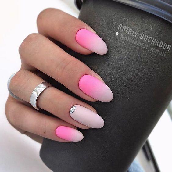 ٥ وصفات طبيعية لعلاج مشكلة تقشر الجلد حول الأظافر Matte Nails Design Trendy Nail Art Almond Acrylic Nails