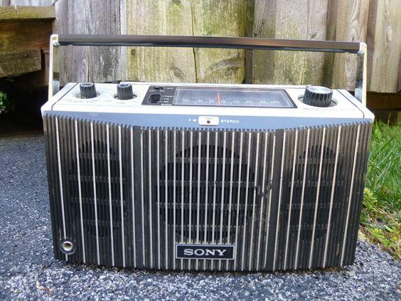 Vintage Sony MR-9400W FM Stereo Am Radio Portable w/ Handle