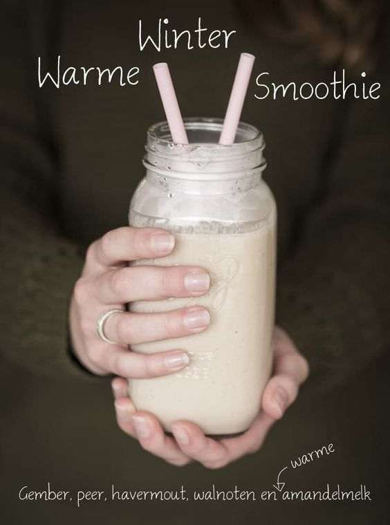 Warme winter smoothie met gember, peer, walnoten & amandelmelk