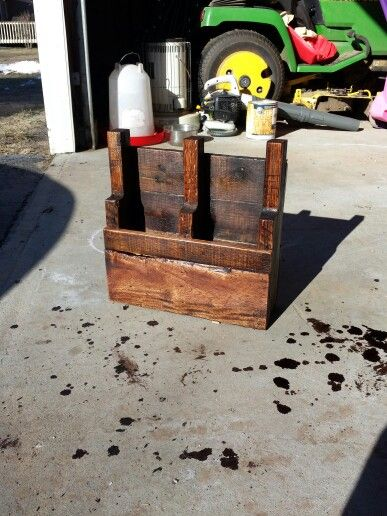 Pallet mail holder in / out box