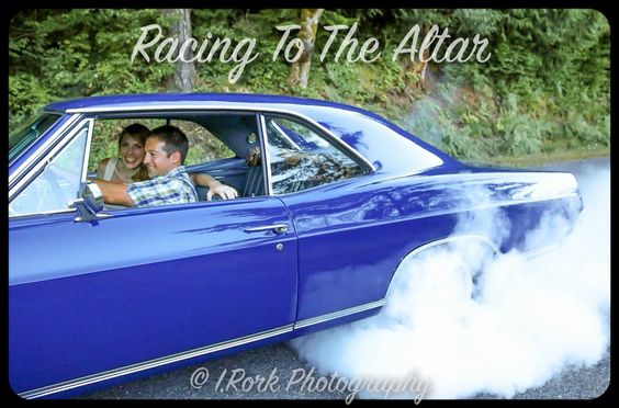 Engagement photos with muscle cars: burnout