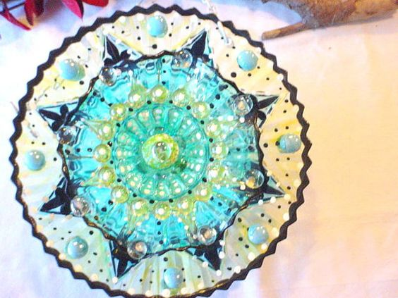 Hey, I found this really awesome Etsy listing at https://www.etsy.com/listing/170808263/hanging-suncatcher-garden-plate-flower