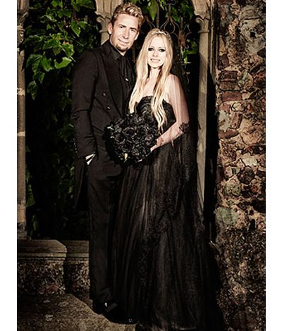 Heres Avril Lavignes Black Wedding Dress In All Its Goth Glory