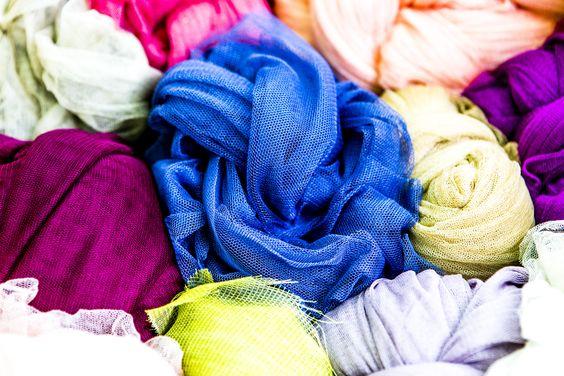 Los diseños de madrina, testigo o invitada de Teresa Palazuelo se realizan con los tejidos más exclusivos de la alta costura.